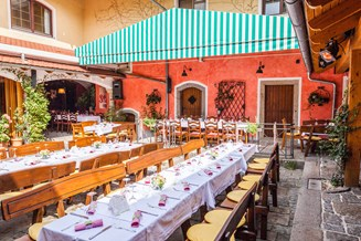 Hochzeitslocation: Innenhof - LindnerGut - Pappas Eventlocation