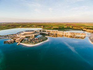 Heiraten - ausgefallene Location - Neusiedler See - St. Martins Therme & Lodge aus der Vogelperspektive - ST. MARTINS Therme & Lodge