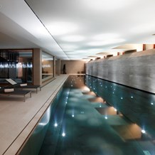 Hochzeitslocation: 23 m langer Indoor Pool - Hotel & Chalet Aurelio