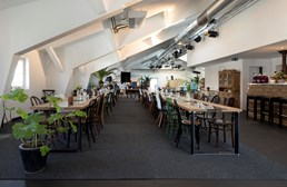 "Hochzeitslocation: Unsere Festlocation ""All in One"" - Dinner, Kitchen, Bar, Music, Dance.... - Living Room"